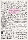 Großer Satz von Hand gezeichnetem Blumen-, von Pfeil, von Ornamentrahmen, von Grenze, von Klammern, von Weckgläsern, von Hörnern  Stockfotografie