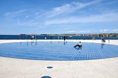 Groet aan de zon - zonnepaneelbeeldhouwwerk in Zadar, Kroatië Royalty-vrije Stock Foto