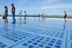 Groet aan de zon - zonnepaneelbeeldhouwwerk in Zadar, Kroatië Stock Fotografie