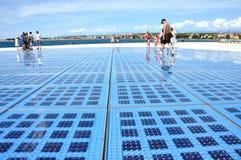 Groet aan de zon - zonnepaneelbeeldhouwwerk in Zadar, Kroatië Royalty-vrije Stock Fotografie