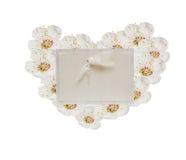 Groetkaart met de lentebloemen in de vorm van hart, Valenti Royalty-vrije Stock Foto