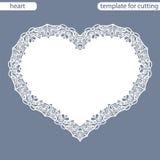 Groetkaart met openwork grens, document doily onder de cake, malplaatje voor knipsel in de vorm van hart, valentijnskaartkaart, w Stock Fotografie