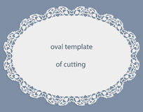 Groetkaart met openwork ovale grens, document doily onder de cake, malplaatje voor knipsel, huwelijksuitnodiging, decoratieve pla Stock Afbeelding