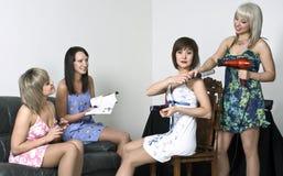 gromadzenia się dziewczyn przyjęcie Obrazy Royalty Free