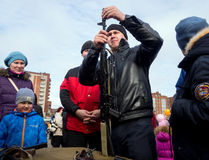 Gromadzić demontaż kałasznikowu karabin szturmowy na miasto dnia świętowaniach zdjęcia stock