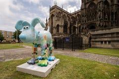 Gromit解开了雕塑-布里斯托尔,英国。 库存图片
