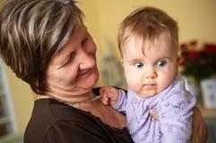 Großmutter und Schätzchen Lizenzfreies Stockfoto