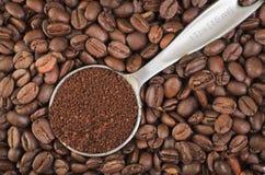 Grond en de Gehele Bonen van de Koffie Stock Fotografie