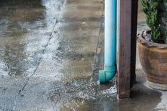 Grondaia della pioggia fatta del tubo del PVC Immagine Stock Libera da Diritti