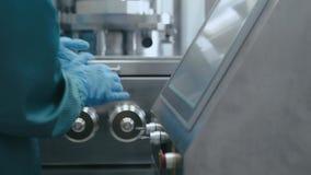 Grondstoffen Productie van farmacologie, geneesmiddelen stock footage