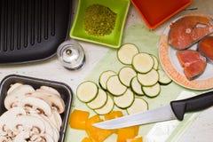 Grondstoffen voor het koken stock afbeeldingen