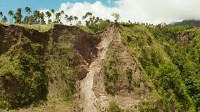 Grondverschuiving in de bergen Camiguin, Filippijnen stock video