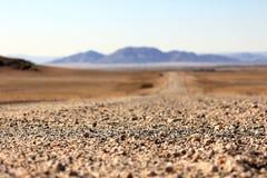 Grondweg door de woestijn royalty-vrije stock fotografie