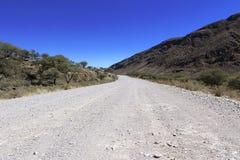 Grondweg door de woestijn royalty-vrije stock foto