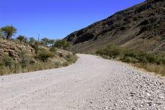 Grondweg door de woestijn royalty-vrije stock afbeelding