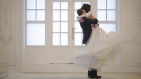 Groom встречает невесту акции видеоматериалы