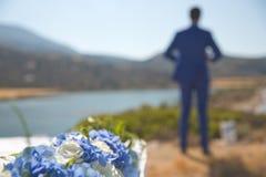 Groom ждать невесту стоковое фото rf
