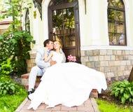 Groom и невеста совместно ювелирные изделия cravat пар кристаллические связывают венчание Стоковая Фотография
