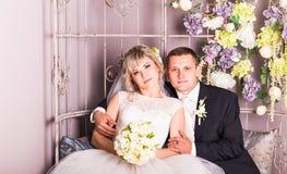 Groom и невеста совместно ювелирные изделия cravat пар кристаллические связывают венчание Стоковая Фотография RF