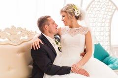 Groom и невеста совместно ювелирные изделия cravat пар кристаллические связывают венчание Стоковое Фото