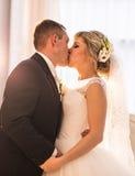 Groom и невеста совместно ювелирные изделия cravat пар кристаллические связывают венчание Стоковое фото RF