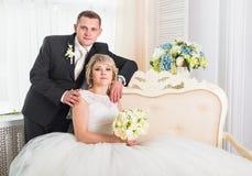 Groom и невеста совместно ювелирные изделия cravat пар кристаллические связывают венчание Стоковые Изображения