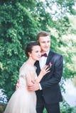 Groom и невеста совместно ювелирные изделия cravat пар кристаллические связывают венчание венчание сбора винограда дня пар одежды Стоковое Фото