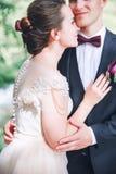 Groom и невеста совместно ювелирные изделия cravat пар кристаллические связывают венчание венчание сбора винограда дня пар одежды Стоковые Изображения