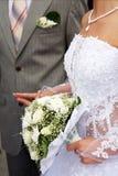 groom невесты вручает держать их Стоковое Фото
