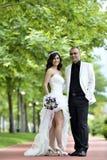 groom невесты напольный стоковые изображения rf