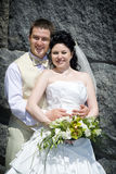 groom невесты около стены стоковые изображения rf