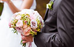 The groom with   bouquet Royalty Free Stock Images