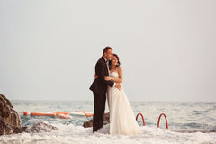 Groom and bride in the sea Royalty Free Stock Photos