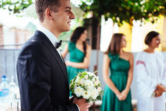 The groom is holding a wedding bouquet Royalty Free Stock Photos