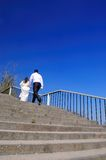The groom runs for the bride Royalty Free Stock Photos