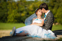 Groom want to kiss his bride Royalty Free Stock Photography