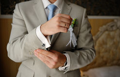Groom wears cufflinks Royalty Free Stock Images