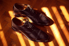 Grooms shoes on sunlight Royalty Free Stock Photos