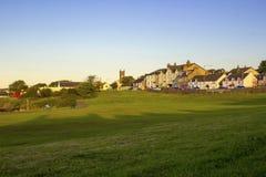 Groomsport沿海村庄的看法在贝尔法斯特港湾唐郡海岸的在北爱尔兰 免版税库存图片