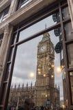 Groot Ben Reflected in de Bouw Londen Royalty-vrije Stock Afbeeldingen
