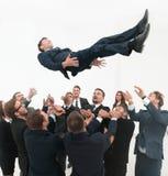 Groot commercieel team die hun leider schommelen Royalty-vrije Stock Foto