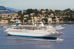 Groot cruiseschip Stock Afbeeldingen
