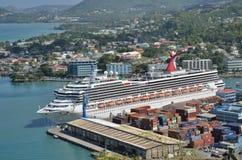 Groot Cruiseschip in haven van castries St Lucia Stock Afbeeldingen