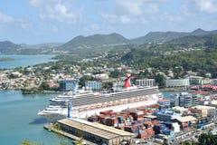 Groot Cruiseschip in haven van Hoofdstad van St Lucia Stock Foto