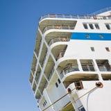 Groot cruiseschip met reddingsboten Stock Fotografie
