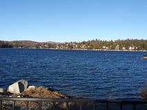 Groot draag aardige dag van het meer de kalme water royalty-vrije stock foto's