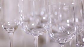 Groot en klein aantal glas stock videobeelden
