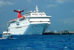 Groot en Kleine boten die drijven Royalty-vrije Stock Afbeelding