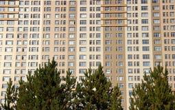 Groot flatgebouw Stock Foto's