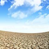Groot gebied van gebakken aarde na een lange droogte Royalty-vrije Stock Afbeelding